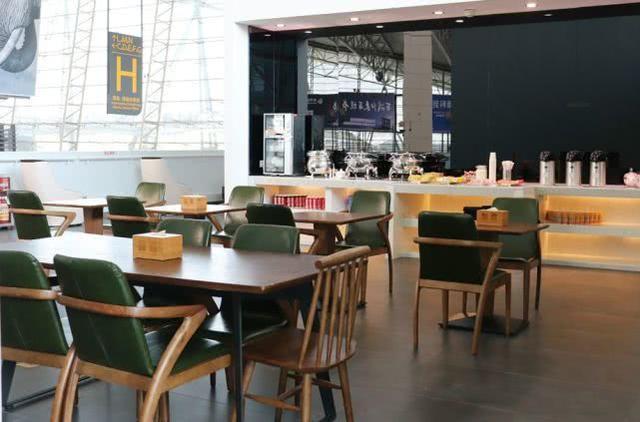 只要是支付宝铂金会员,在火车站和机场,就能免费进支付宝休息区